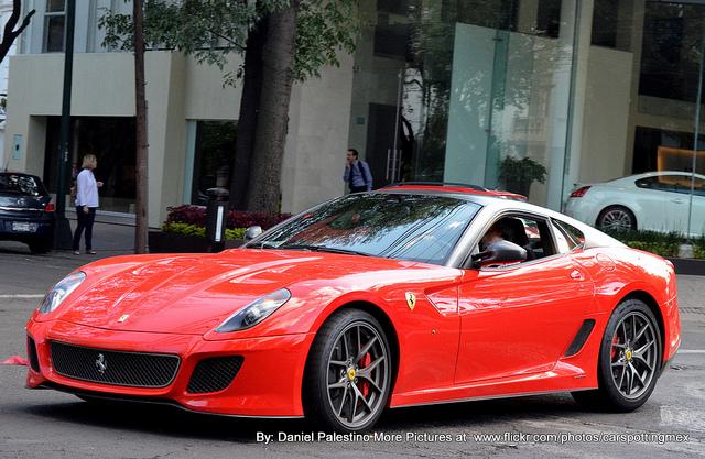 El CFD o un Ferrari por laCastellana
